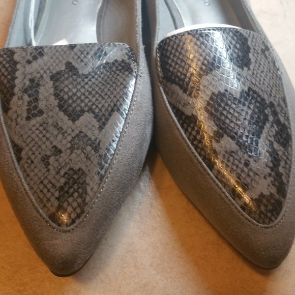 New Snakeskin / Suede  Gray Flats  9.5  $ 17.00